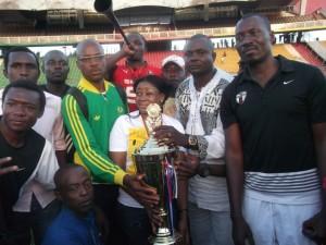 La Fondation Makoun pousse vers l'Elite Two dans Sport dame-makoun-pression-300x225